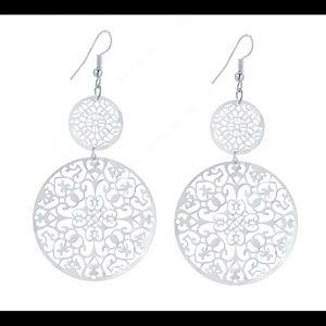 Jewelry - Dangle earring medallion